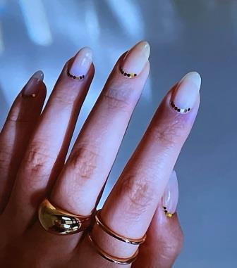минимализм на ногтях 2021